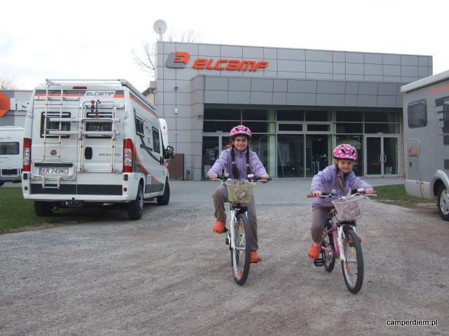 na rowerach w Elcampie