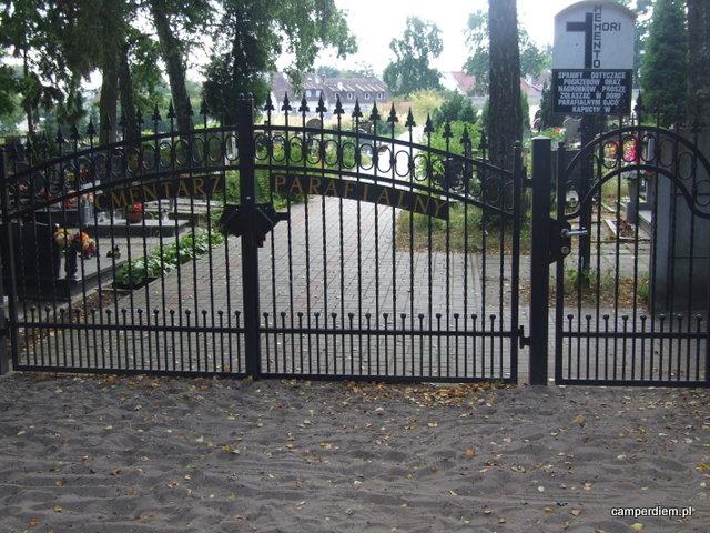brama cmentarza w Krynicy
