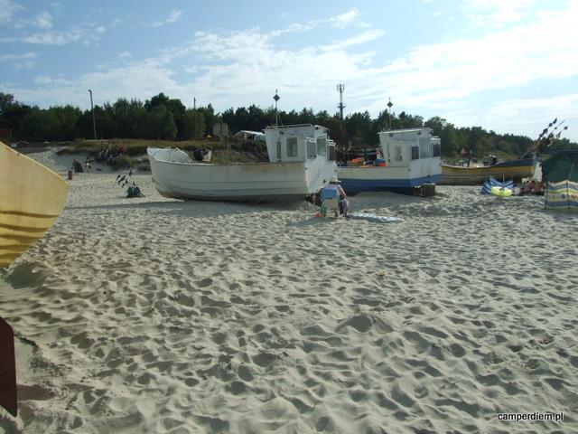 łodzie rybackie na plaży w Krynicy