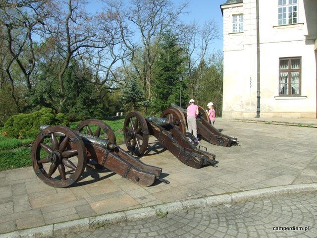 armaty na dziedzińcu zamku w Pułtusku