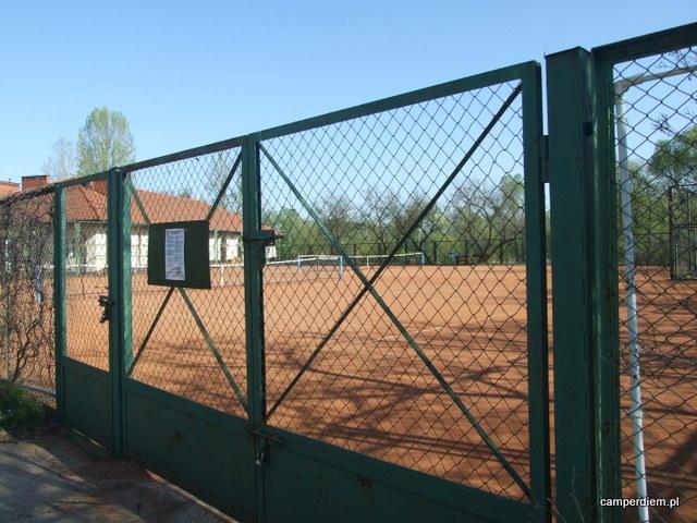 korty tenisowe przy zamku w Pułtusku