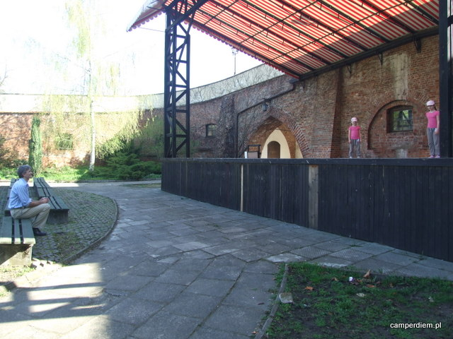 amfiteatr w parku pułtuskiego zamku