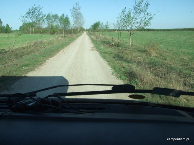 gruntowy dojazd do ścieżki ekumenicznej nad Zalewem Ozierany