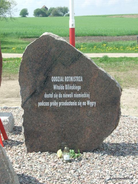 pomnik 110 rezerwowego pułku ułanów w Janowie