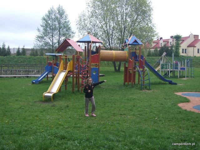 plac zabaw w miejscowości Grom