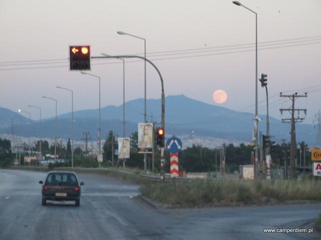 księżyc nad Salonikami