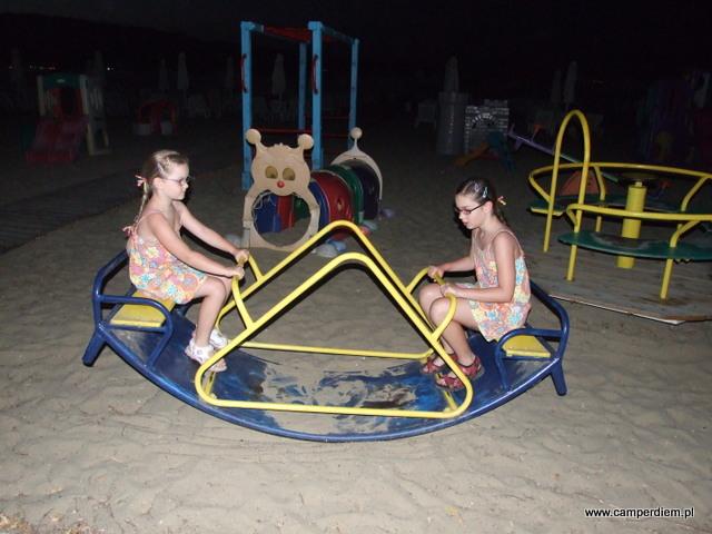 plac zabaw na plaży w Stavros