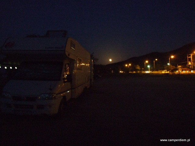 księżyc wschodzi nad Stavros
