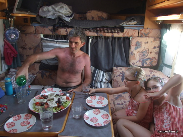 choriatiki- lekka kolacja w kamperze