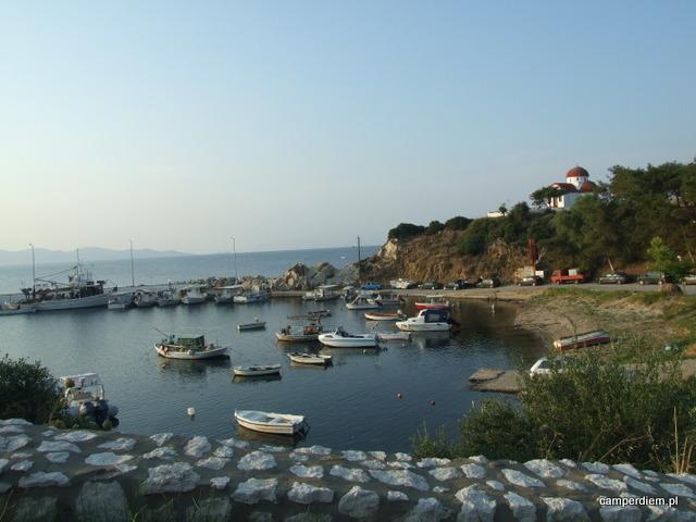 port w Nea Roda