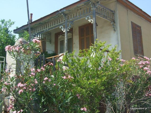 stary opuszczony dom w Nea Roda