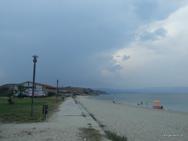 burza zbliża się do Nea Roda