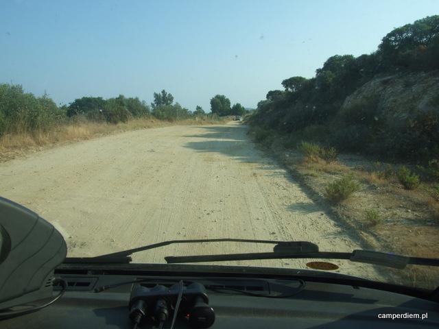 droga na plażę Komitsa