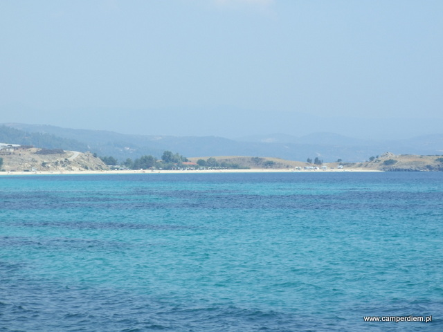 plaża Ormos Panagias w oddali