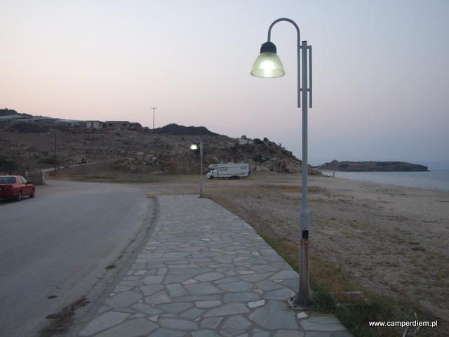 spacer deptakiem w Ormos Panagias