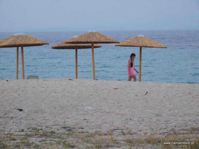 spacer po plaży w Ormos Panagias