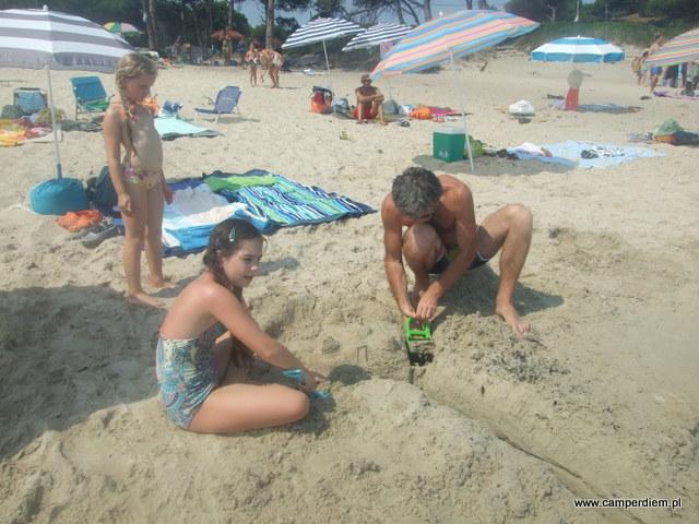 zabawa na plaży w Karidi