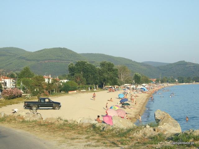tłumy na plaży Toroni