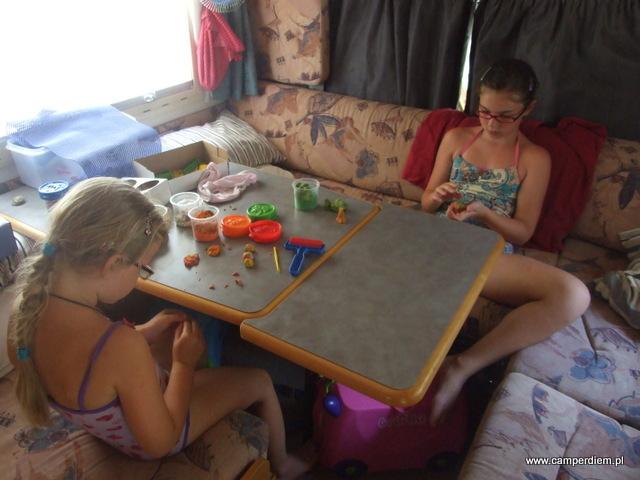 zabawa w kamperze