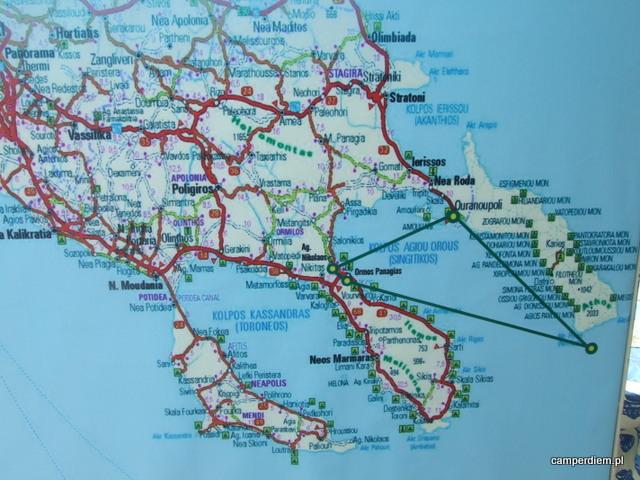 z Ormos Panagias można popłynąć w rejs wzdłuż półwyspu Athos