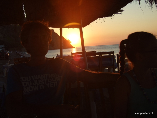 zachód słońca widziany z tawerny Barba Fotis