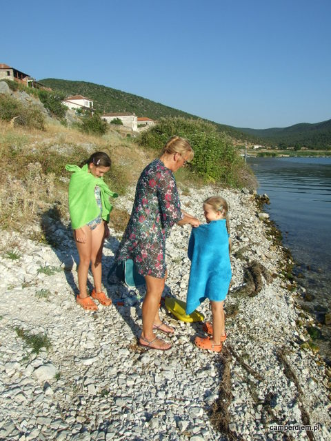 kąpiel w jeziorze Prespa