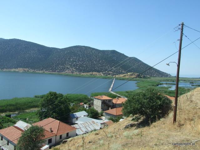 widok z wyspy Ag. Achillios na ląd