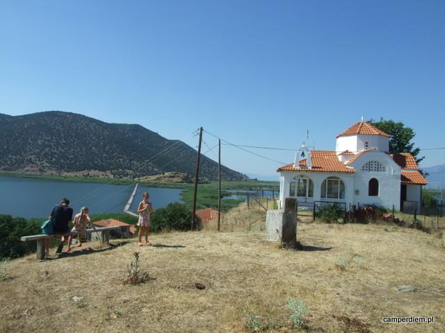postój przy jedynym czynnym kościele na wyspie Ag. Achillios