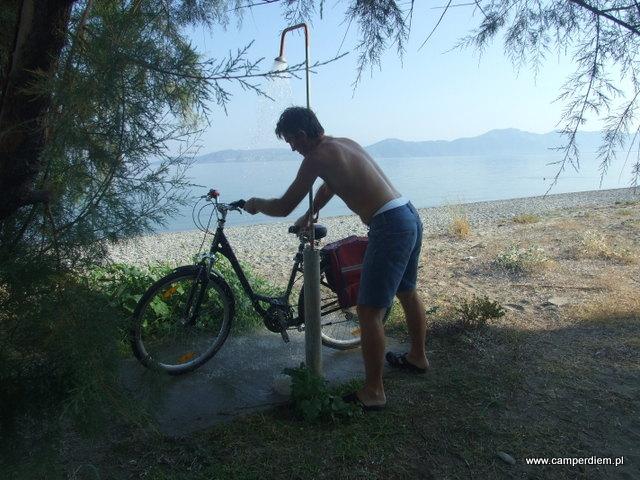 rower pod prysznicem
