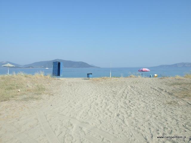 miejsce na kilka kamperów na plaży Kanatadika