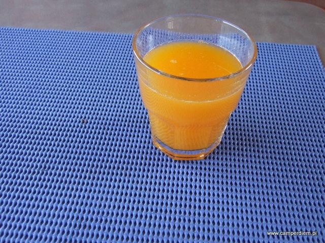 własnoręcznie wyciskany sok z greckich pomarańczy