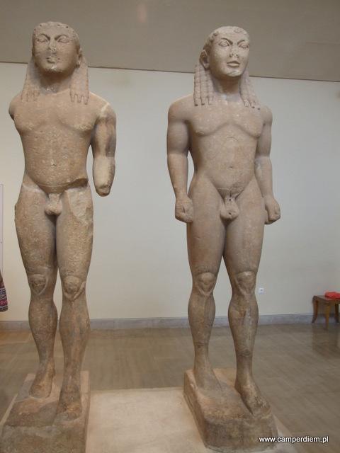 kurosy z muzeum w Delfach