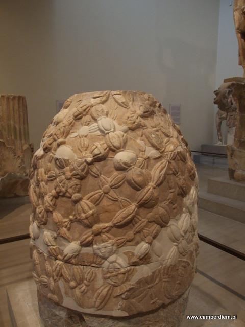 pępek świata w muzeum w Delfach