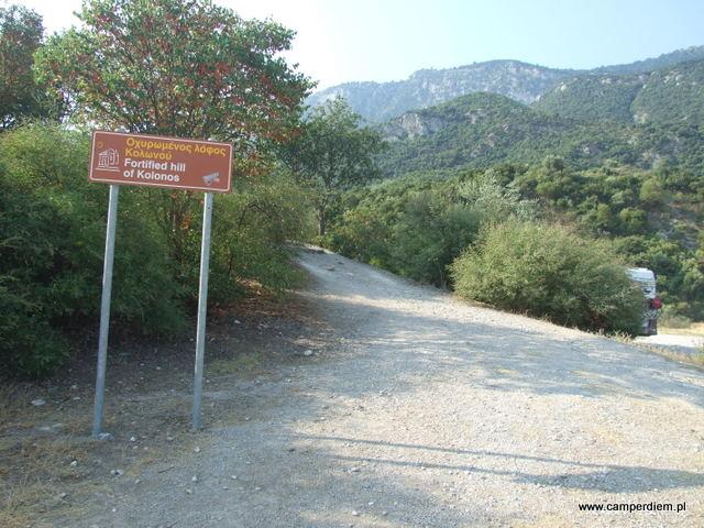 droga do mogiły poległych Spartan