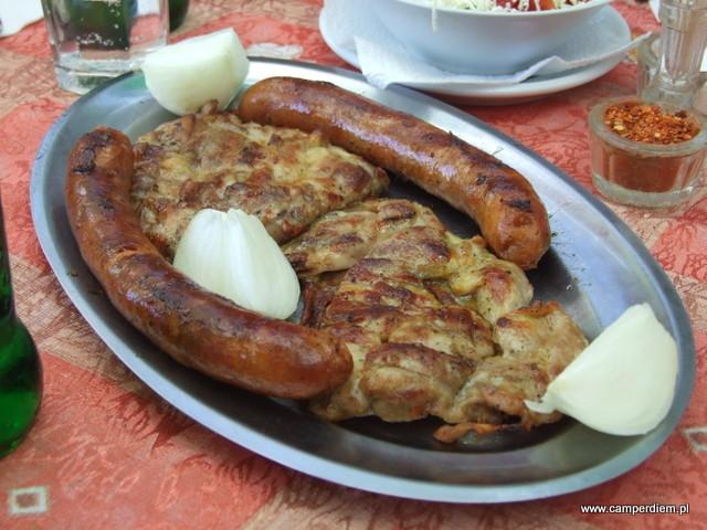smaczna kuchnia baru w Dżep, Serbia