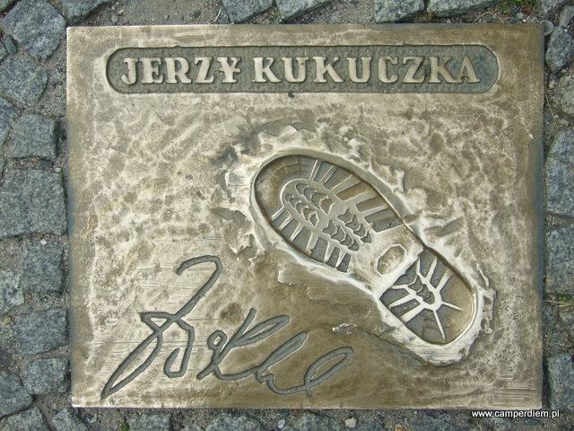 odcisk buta Jerzego Kukuczki w Alei Zdobywców Gór w Karpaczu