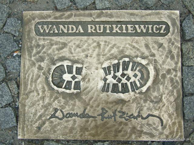 odcisk buta Wandy Rutkiewicz w Alei Zdobywców Gór w Karpaczu