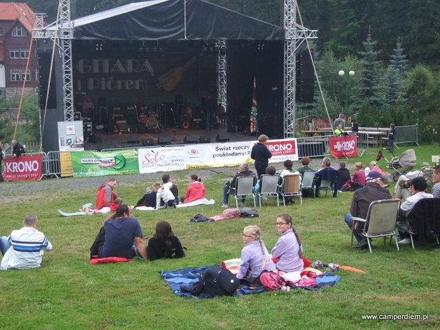 koncert Gitarą i Piórem koło Chaty karkonoskiej w Karpaczu